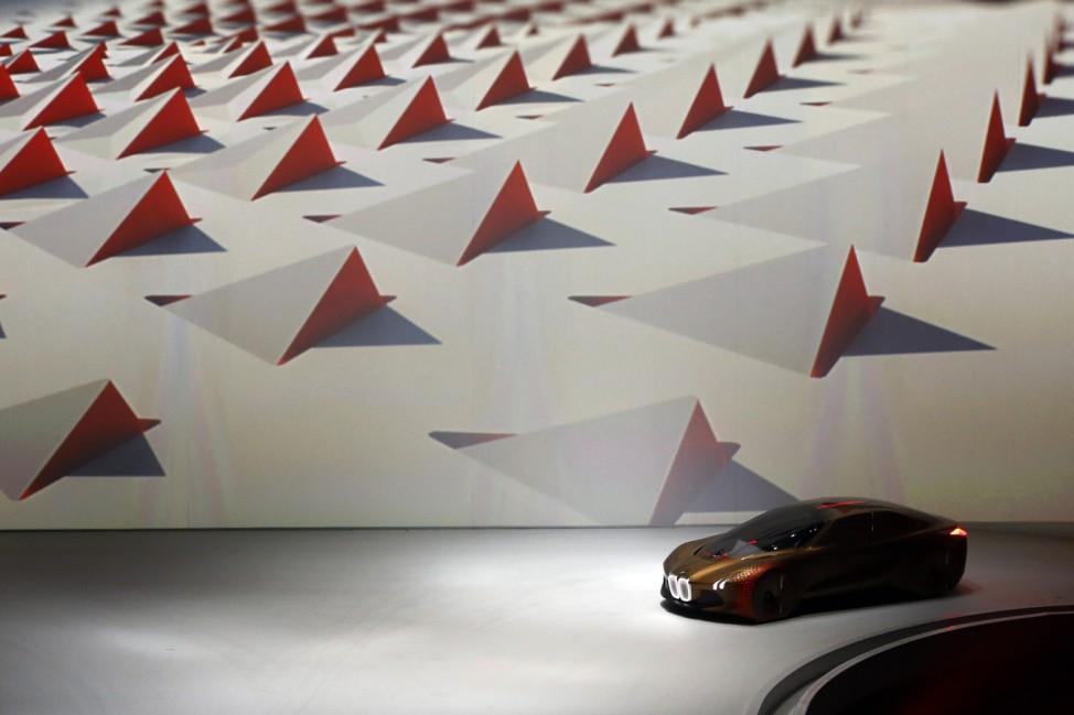 Die Konzeptstudie Vision Next 100 bei BMWs 100-Jahr-Feier in der Münchner Olympiahalle