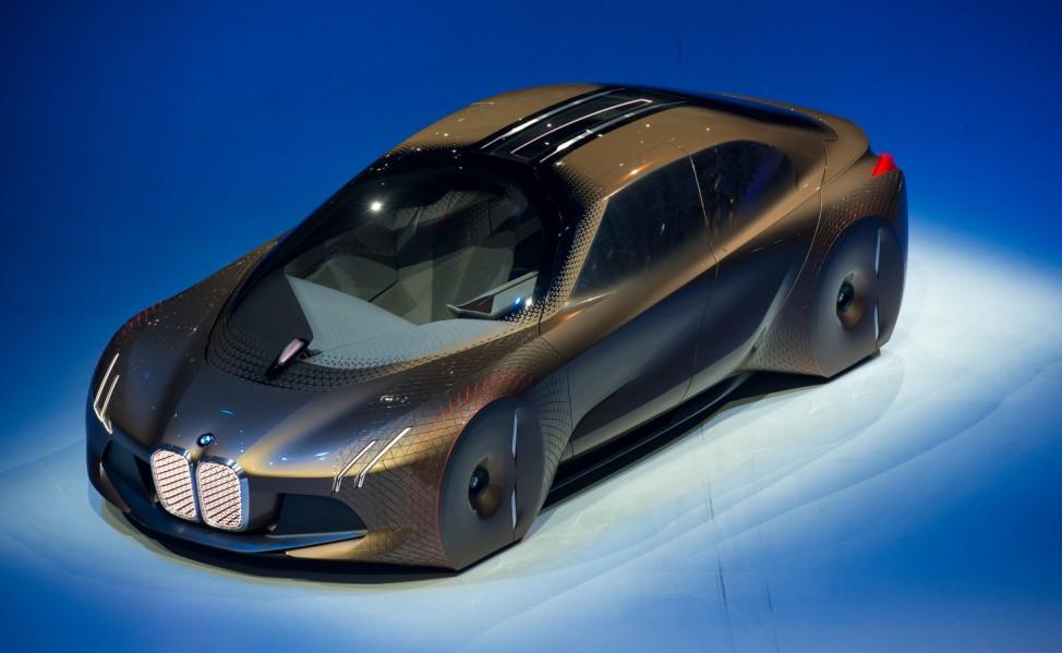 Die Konzeptstudie Vision Next 100 bei BMWs 100-Jahr-Feier in der Olympiahalle München