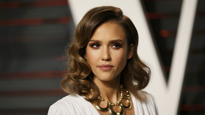 Jessica Alba arrives at the Vanity Fair Oscar Party in Beverly Hills