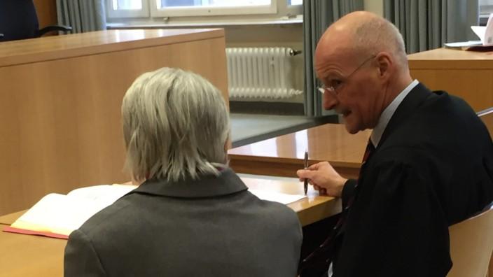 Traunstein: Die angeklagte Mutter wurde zu einem Jahr und neun Monaten auf Bewährung verurteilt.