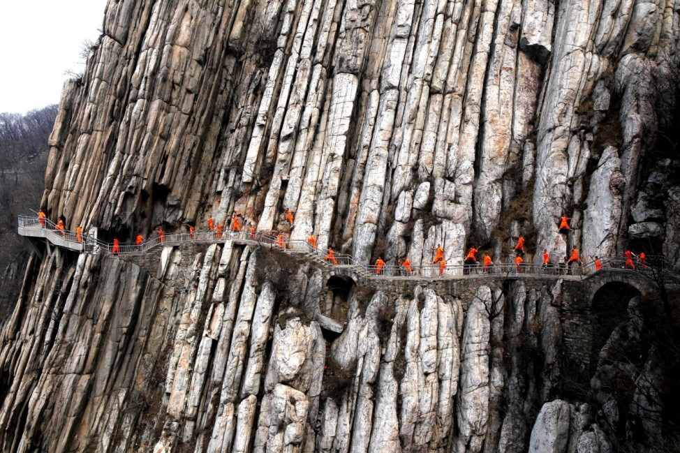 Kung fu practitioners demonstrate their skills on cliff in China