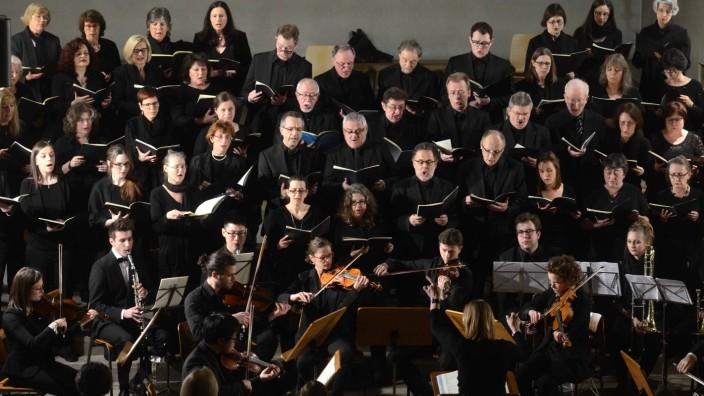 Dachau: Kammerorchester und Chor harmonierten hervorragend unter der Leitung von Dirigentin Gabriele Schneider.