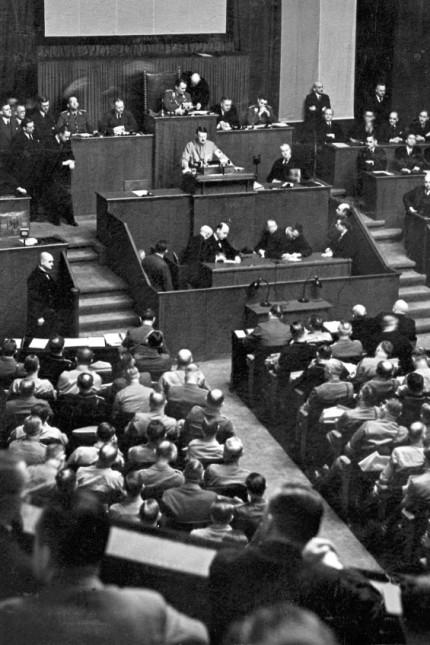 Hitler im Reichstag