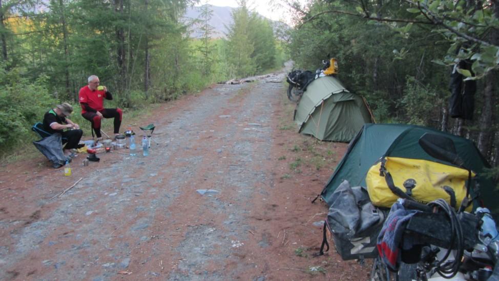 Abenteuerreise Sibirien Wolfgang Klentzau, Campen am Straßenrand