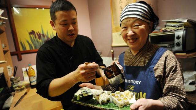 Restaurant Haguruma: Die Menschen, die unter der nordjapanischen Wirtin arbeiten, haben sehr unterschiedliche Deutsch-Kenntnisse.