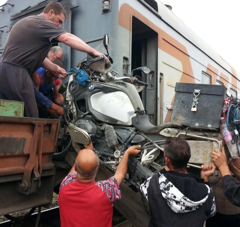 Abenteuerreise Sibirien Wolfgang Klentzau, Aufladen auf einen Zug