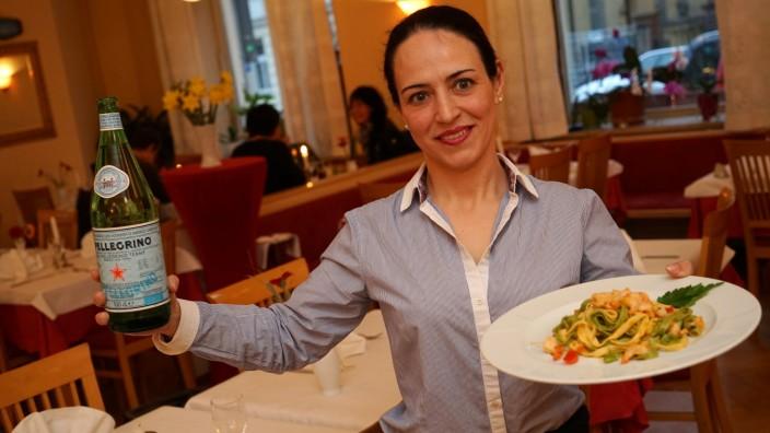Restaurant Porto Cervo: Silvia Lai ist die Gastgeberin in der Trattoria Porto Cervo an der Schellingstraße.