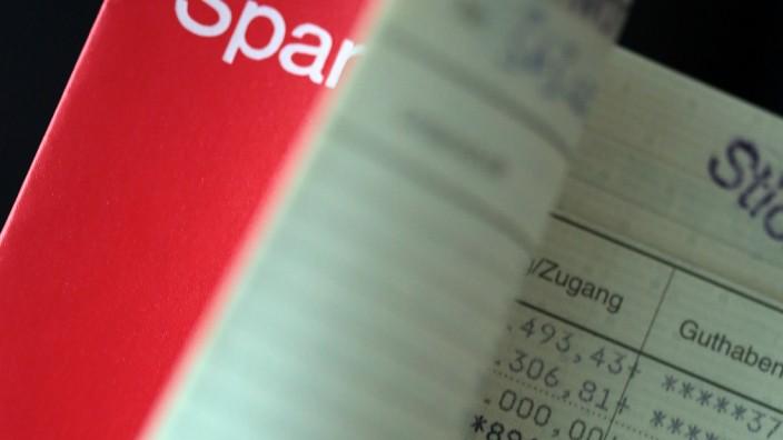Für Sparguthaben verlangen immer mehr Banken Strafzinsen.