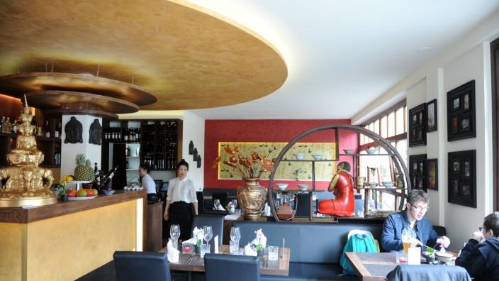 Restaurant Viet Village: Authentisches Essen und eine angenehme Einrichtung mit nur wenig Kitsch: Das Konzept des Viet Village in Pasing ist überzeugend.