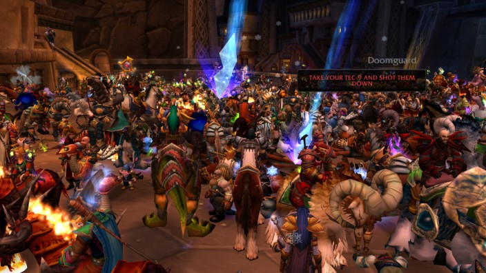 """Online-Spiel: Viele Tausend Spieler haben ihre digitalen Alter Egos in den Hauptstädten des inoffiziellen """"Nostalrius""""-Servers versammelt, um gegen World-of-Warcraft-Entwickler Blizzard zu protestieren."""