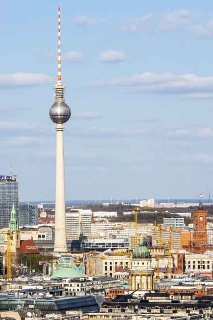 Panorama von Berlin Mitte mit dem Fernsehturm Berliner Dom Berlin Deutschland