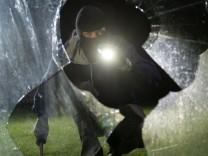 Polizeiliche Kriminalstatistik: Weniger Einbrüche, mehr Angriffe auf Polizisten