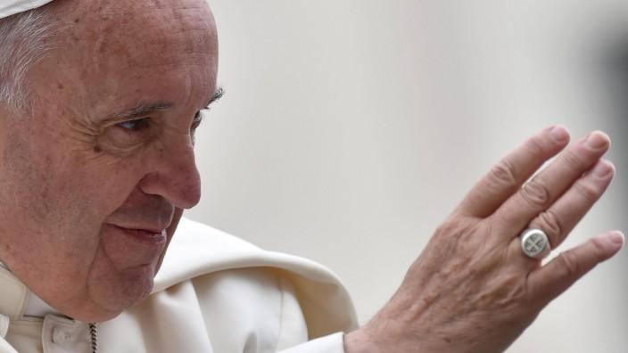 Papst Franziskus während der Sonderaudienz aus Anlass des Heiligen Jahres auf dem Petersplatz in Rom.