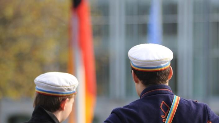 Rechte Verbindungen: Burschenschafter bei einer Gedenkfeier zu Ehren der Kriegstoten am Volkstrauertag im Hofgarten.