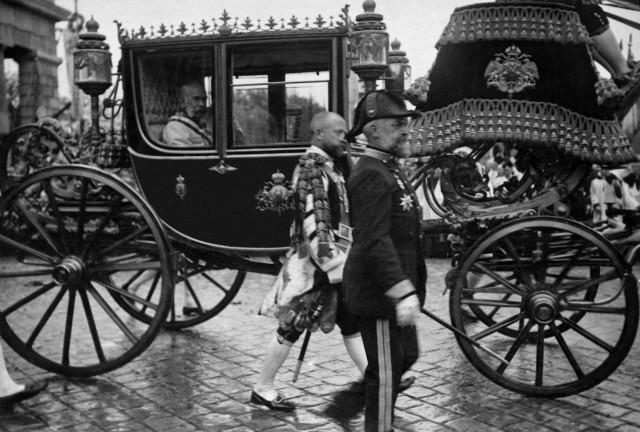 Kaiser Franz Joseph I. in seinem Prunkwagen, 1912
