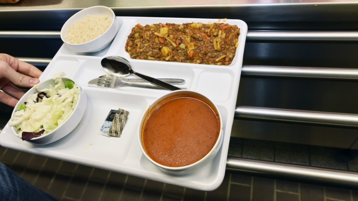 Studium: Doch kein Appetit auf das Mensa-Essen? In Freiburg warten Studenten auf die Reste von ihren Kommilitonen (Symbolbild).