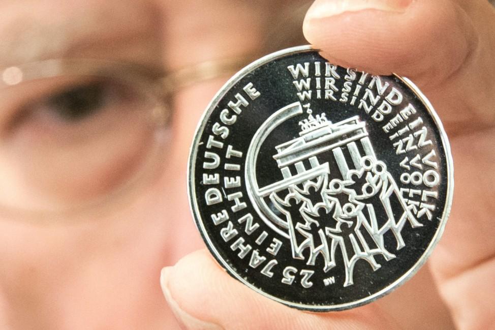 Vorstellung Münze und Sonderbriefmarke zur Deutschen Einheit