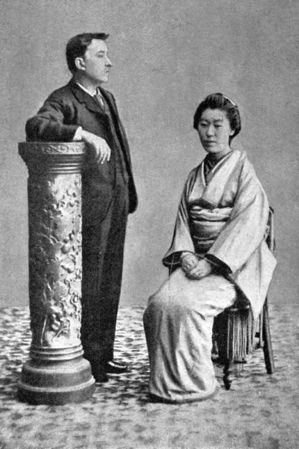 Wiederentdeckung: Der irisch-griechische Schriftsteller Lafcadio Hearn (1850 - 1904) mit seiner japanischen Frau.