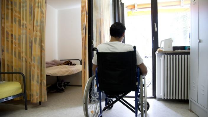 Germering: Flüchtliingsunterkunft - ehemaliges Don-Bosco-Altenheim / Behinderte Flüchtlinge