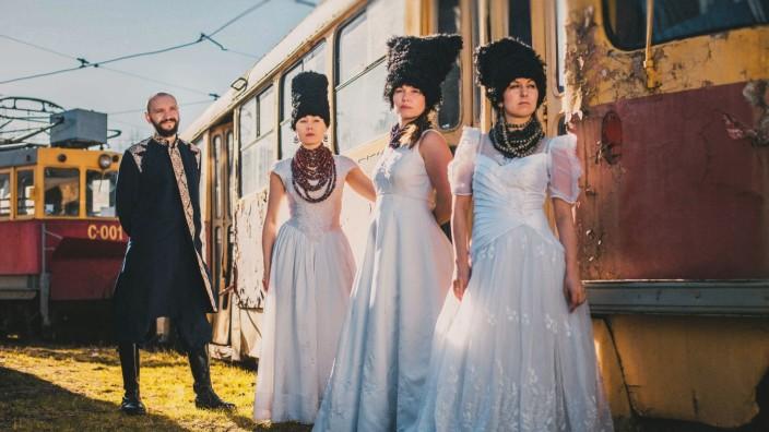"""Ukraine-Pop: Ethno-Chaos nennt die Kiewer Band """"Dakhabrakha"""" ihren Stil, mit dem sie erfolgreich auch außerhalb der Ukraine unterwegs ist."""