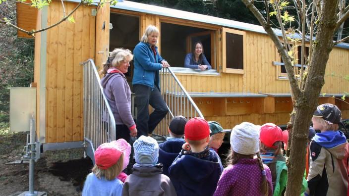 Ein Bauwagen für den Waldkindergarten; Ein Bauwagen für die Waldkinder