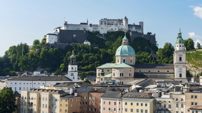 Stadtansicht Festung Hohensalzburg Salzburger Dom Salzburg Österreich Europa Copyright imageBR