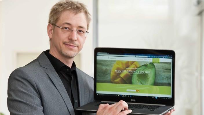 """Baiern: Wolfgang Mosebach präsentiert die Online-Plattform """"Medinout"""" - ein ambitioniertes Projekt, das er über Jahre mit seinem Team erarbeitete."""