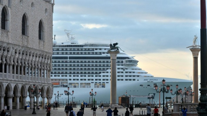 Large cruise ships in front San Marco Square