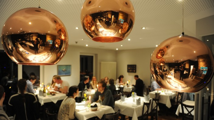 Restaurant Auenfischer: Zurückhaltende Moderne und ein Lokal ohne Speisekarte - Restaurant Auenfischer an der Auenstraße.