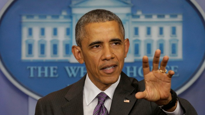 U.S. President Barack Obama speaks to journalism students in the briefing room of the White House in Washington