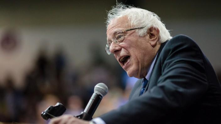 Bernie Sanders campaigns in Oregon