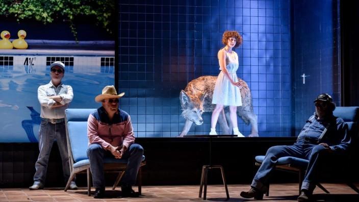 """Theater: Parallelwelten auf einer Bühne: Stefan Merki, Jochen Noch, Sylvana Seddig und Peter Brombacher in """"América""""."""