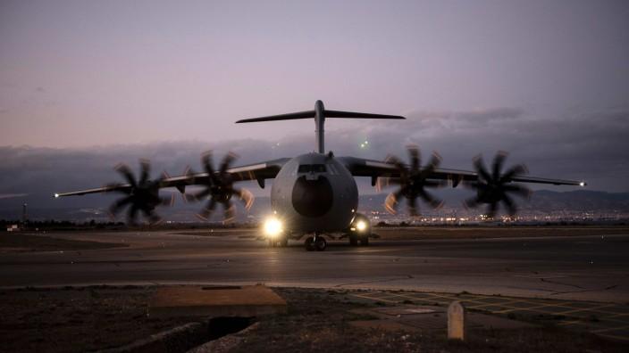 Militärtransporter A400M: Die Zweifel wachsen, ob der A400M, hier eine britische Maschine auf Zypern, die Transall jemals vollständig wird ersetzen können.