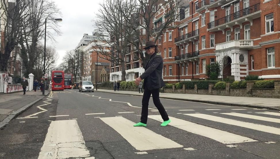 Udo Lindenberg überquert die Abbey Road in London.