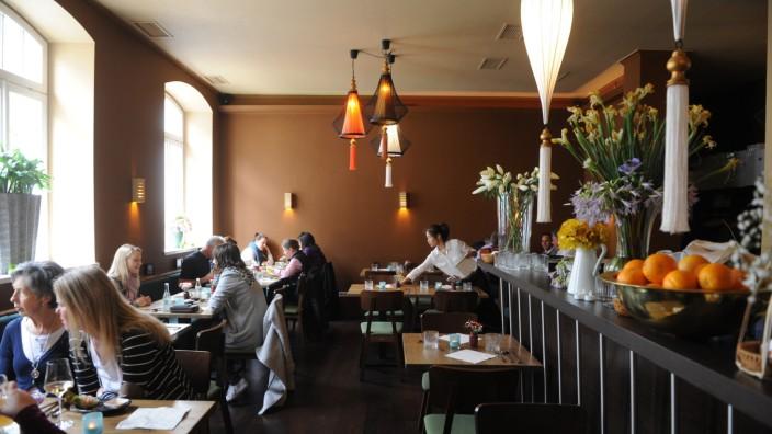 """Restaurant """"Thao"""": Überschaubar, behaglich - und man kommt in Kontakt: Der Gastraum im Thao unterstreicht den guten Eindruck, den die Küche des vietnamesischen Lokals abgibt."""