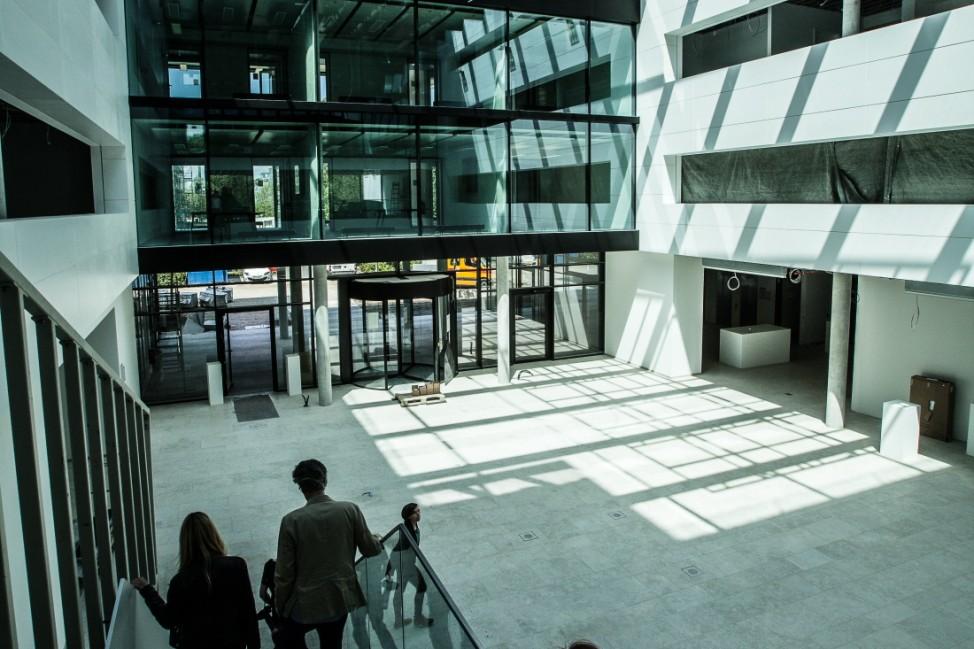"""Microsoft Baustellengespräch: Noch 100 Tage bis zum Einzug âÄ"""" Warum der âÄžSmart WorkspaceâÄœ der Arbeitsplatz der Zukunft ist. Neues Gebäude in der Parkstadt Schwabing.  Walter-Gropius-Straße 1-3"""