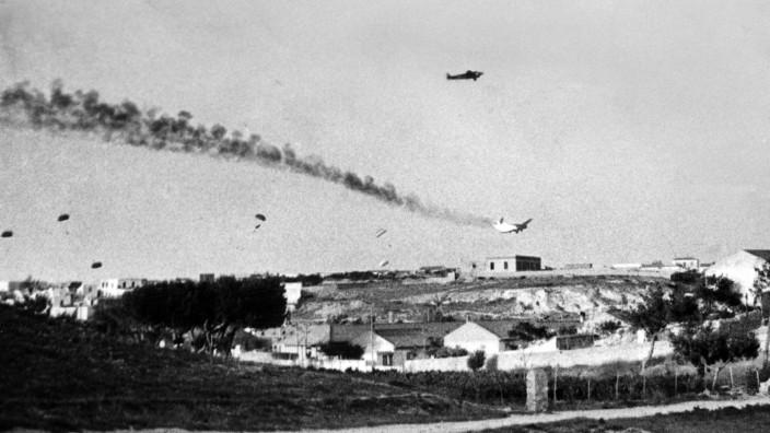 Zweiter Weltkrieg, Griechenlandfeldzug: Absprung deutscher Fallschirmjäger über Kreta am 20.05.1941