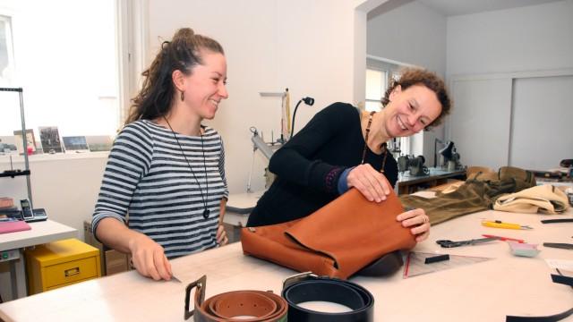 Hier entsteht Mode aus Leder; Lederschneiderei an der Hanfelder Straße