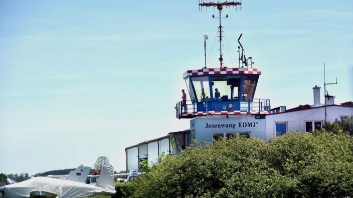 Flughafen-Tower Jesenwang