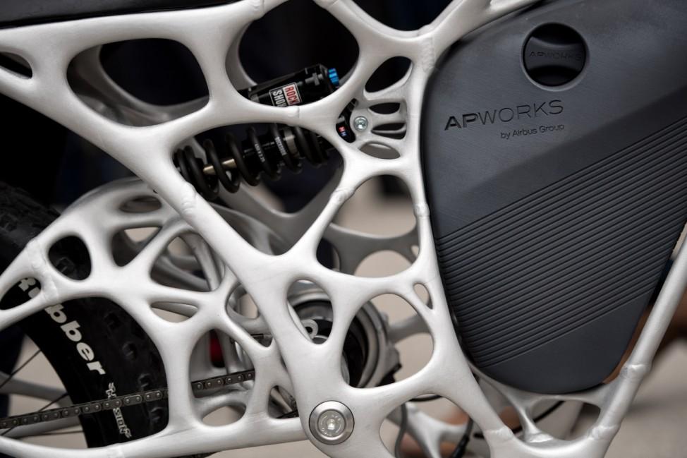 Airbus präsentiert 3D-Druck Motorrad 'Light Rider' und des Skelett-Chassis