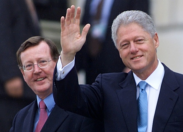 U.S. PRESIDENT BILL CLINTON WAVES WITH NORTHERN IRELAND FIRST MINISTER DAVID TRIMBLE AT STORMONT