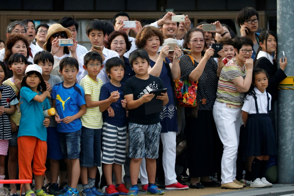 Hiroshima residents watch motorcade carrying U.S. President Obam in Hiroshima, Japan