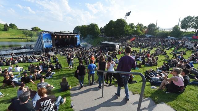 Beginn des Festivals 'Rockavaria'