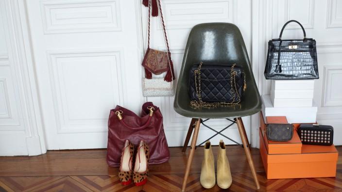 Designer-Secondhand: Kennt man vom alten Eames-Chair: Auch in der Mode gibt es gesuchte Klassiker, für die immer häufiger Liebhaberpreise gezahlt werden.