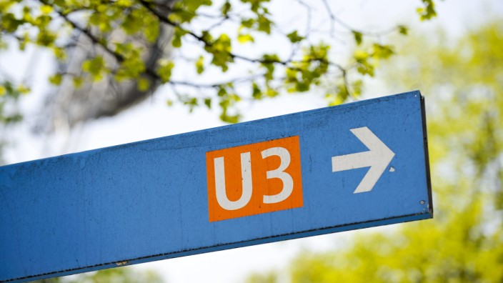 U-Bahn Wegweiser im Münchner Olympiapark, 2011
