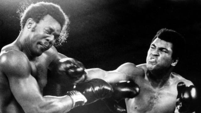 Muhammad Ali re gegen George Foreman beide USA PUBLICATIONxINxGERxSUIxAUTxHUNxONLY ARK197410