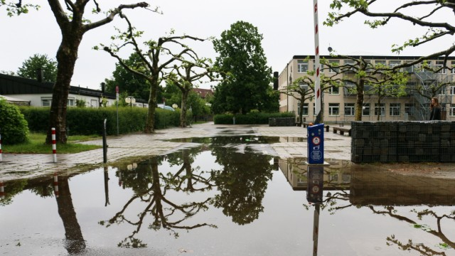 Grundschule im Wasserspiegel