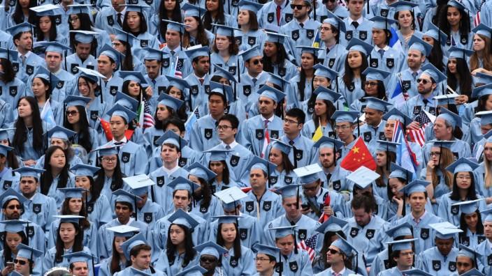 """US-Präsidentschaftswahl: """"Amerikaner unter 35 fühlen sich verraten"""", sagt Thomas Frank. Absolventen wie hier von der Columbia University würden deshalb Bernie Sanders wählen."""