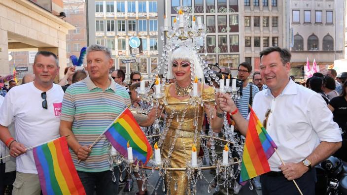 CSD Christopher Street Day am 19 Juli 2014 in München v l THOMAS NIEDERBÜHL OB DIETER REITER u