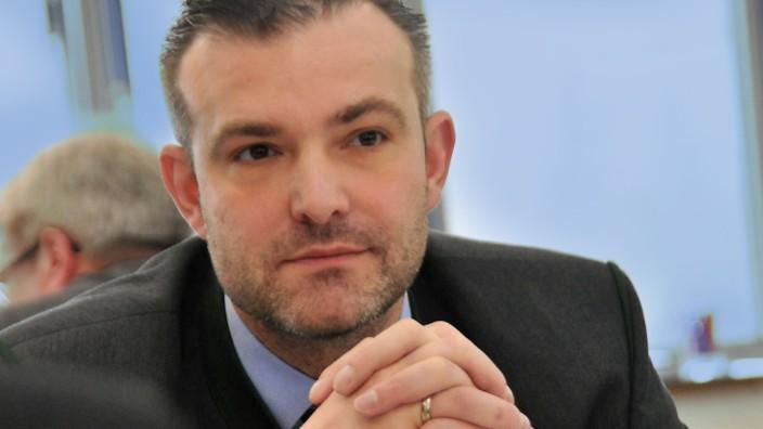 Rücktritt von Georg Schlagbauer: Georg Schlagbauer ist mit 44 Jahren von sämtlichen Ämtern zurückgetreten.